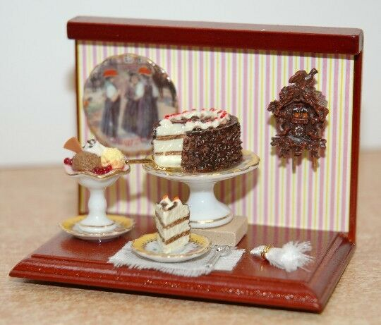Mini Display  Cakes  1/12th Scale  By Reutter Porzellan