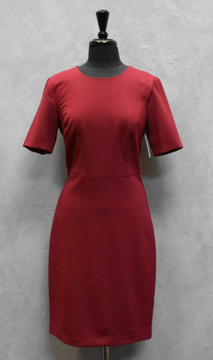 C0 NWT TRINA TURK Diamante Garnet Elbow Cap Sleeve Sheath Dress Größe 10