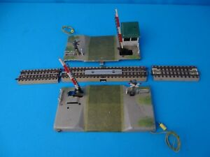 Marklin-459-MG-7057-Railroad-Crossing-with-barriers-amp-warning-lights-pre-1955