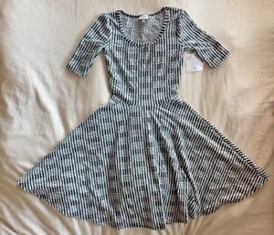 NEW WITH TAGS LULAROE NICOLE SIMPLY COMFORTABLE DRESS SIZE XS