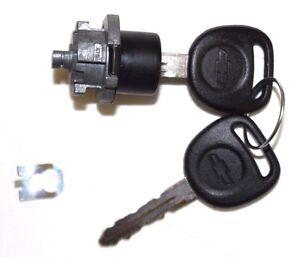 NEW Chevy OEM Single Door Lock Cylinder W//2 OEM Bowtie Logo Keys-706592 598007