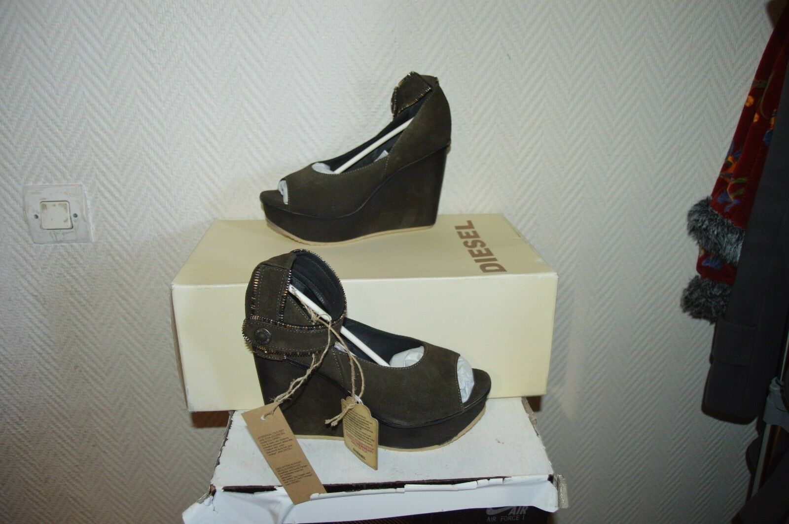 CHAUSSURE SANDALE A TALON COMPENSE DIESEL NEUF TAILLE 37 NEUF DIESEL /SHOES/ZAPATOS/SCARPE 93311e
