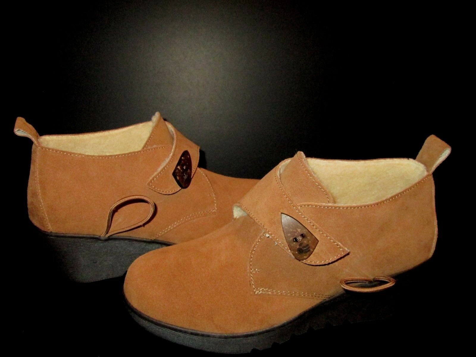 Ankle BEARPAW Women's Wedge Heel Cow Suede Tan shoes Boots size 8 NEW