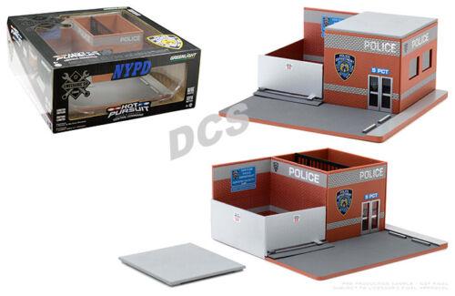 GREENLIGHT MECHANIC'S CORNER HOT PURSUIT CENTRAL NEW YORK CITY POLICE 1/64 57042