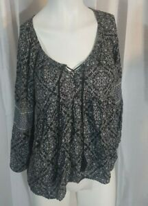 American-Eagle-Outfitters-Black-White-Geometric-Print-Peasant-Blouse-Size-Small