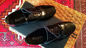 chaussures Repetto Derby Charlotte, Taille 41, vernis noir, état neuf.