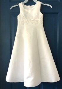 David-039-s-Bridal-White-Flower-Girl-dress-SIZE-5-Michael-Angelo-Satin-Buttons-Peals