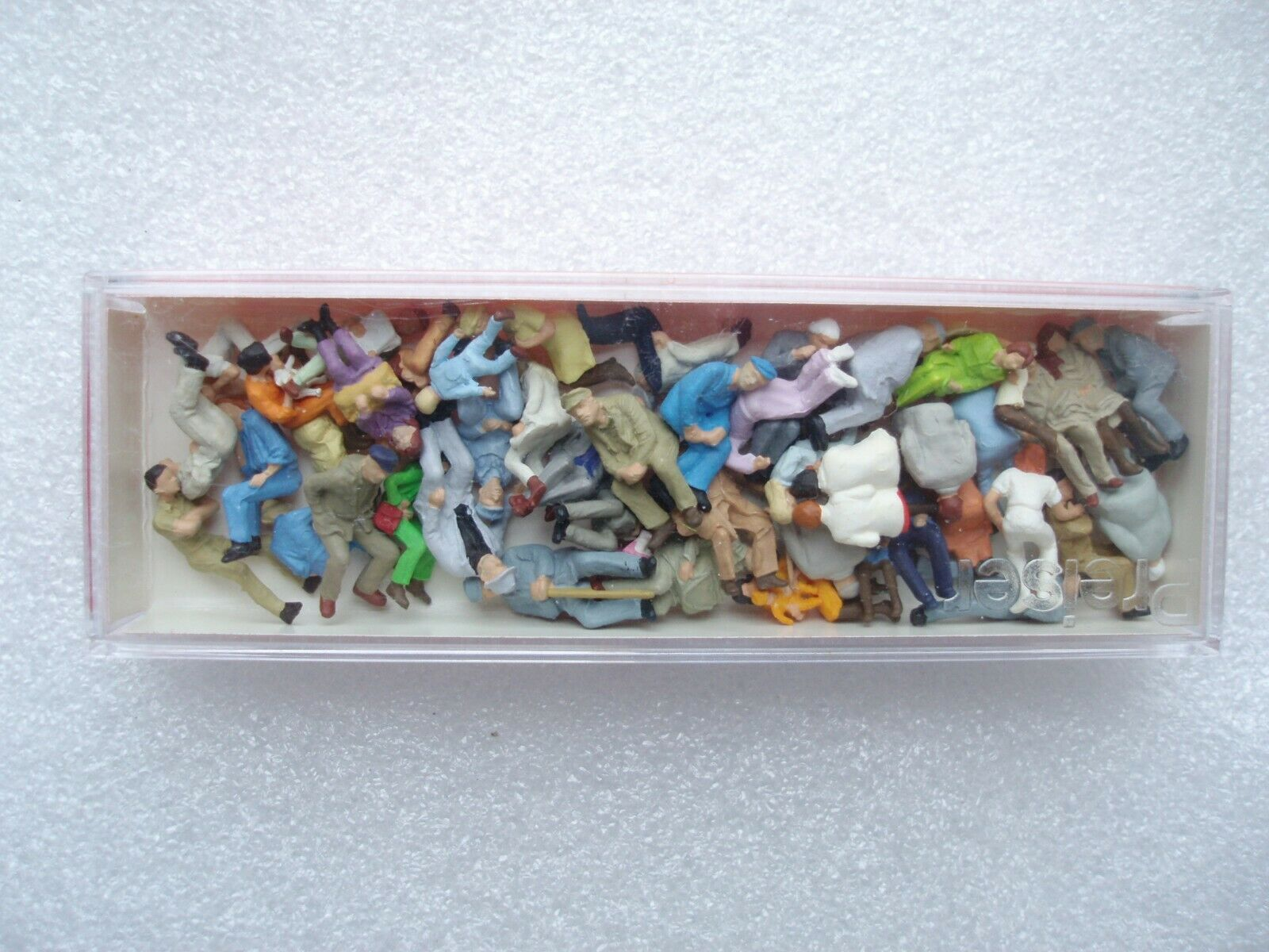 14416 PERSONNAGES ASSIS VOITURE VOYAGEURS ASSIS PREISER NEUF ECHELLE HO