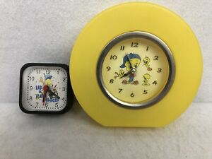 Set-Of-2-Warner-Bros-Tweety-Bird-Table-Top-Alarm-Clock-Looney-Tunes-Vintage-1999
