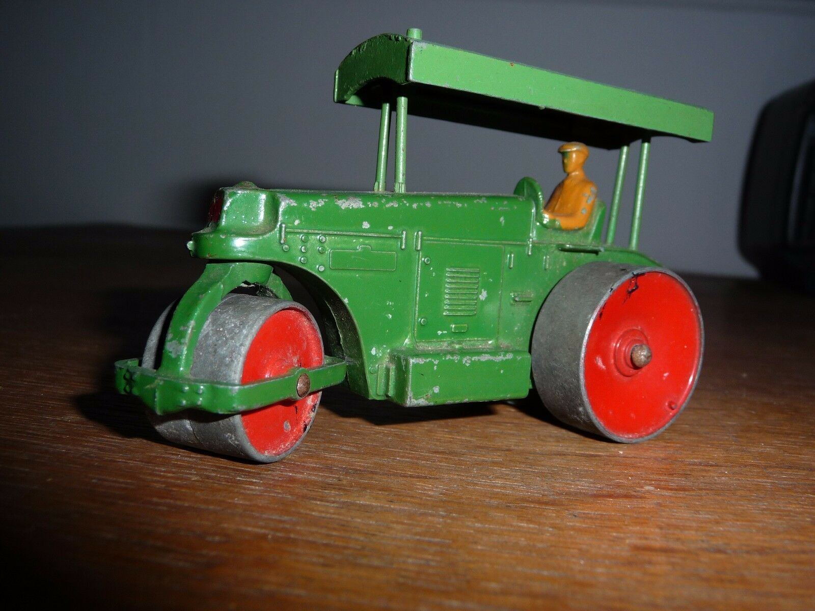 Superbe   DINKY TOYS Rouleau compresseur AVELING-BARFORD vrai Dinky pas repro