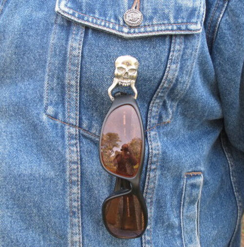 BIKER SUNGLASSES HOLDER PIN V-TWIN VIXEN