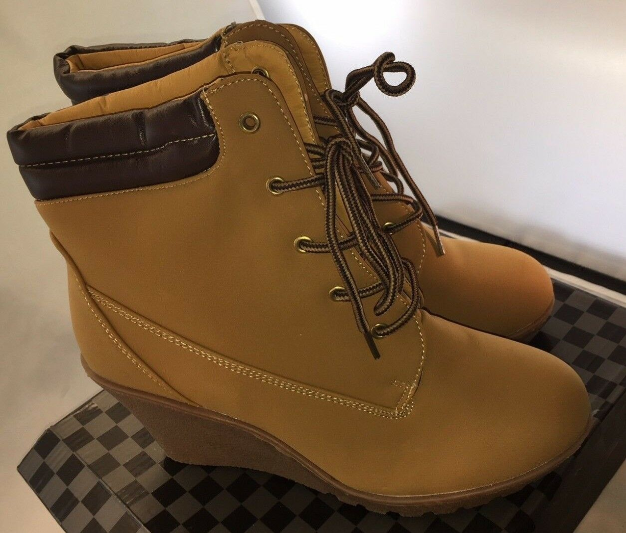 NIB CA Collection Carrini Women's Wedge Work Style Fashion Boots Wheat Size 10