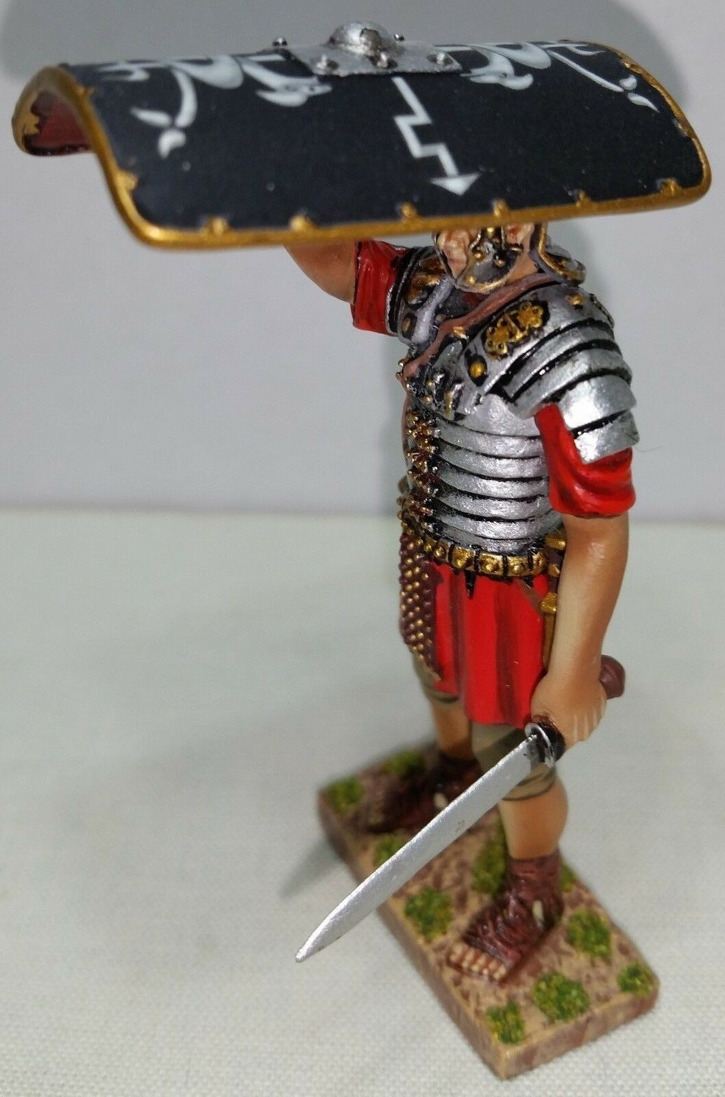 THOMAS GUNN ROMAN EMPIRE ROM070B 30TH LEGIONNAIRE SHIELD OVER HEAD SWORD LEFT