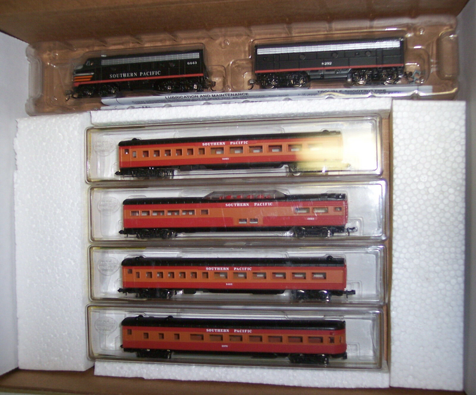 prezzo all'ingrosso e qualità affidabile N N N SCALE F7-A & B UNITS SOUTHERN PACIFIC TRAIN SET WITH 4 PASS. autoS    NND-051  caldo