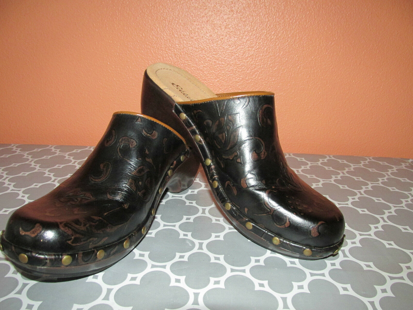Eddie Bauer Womens Size 7 Brown Embossed Tooled Leather Clog Slip-On shoes