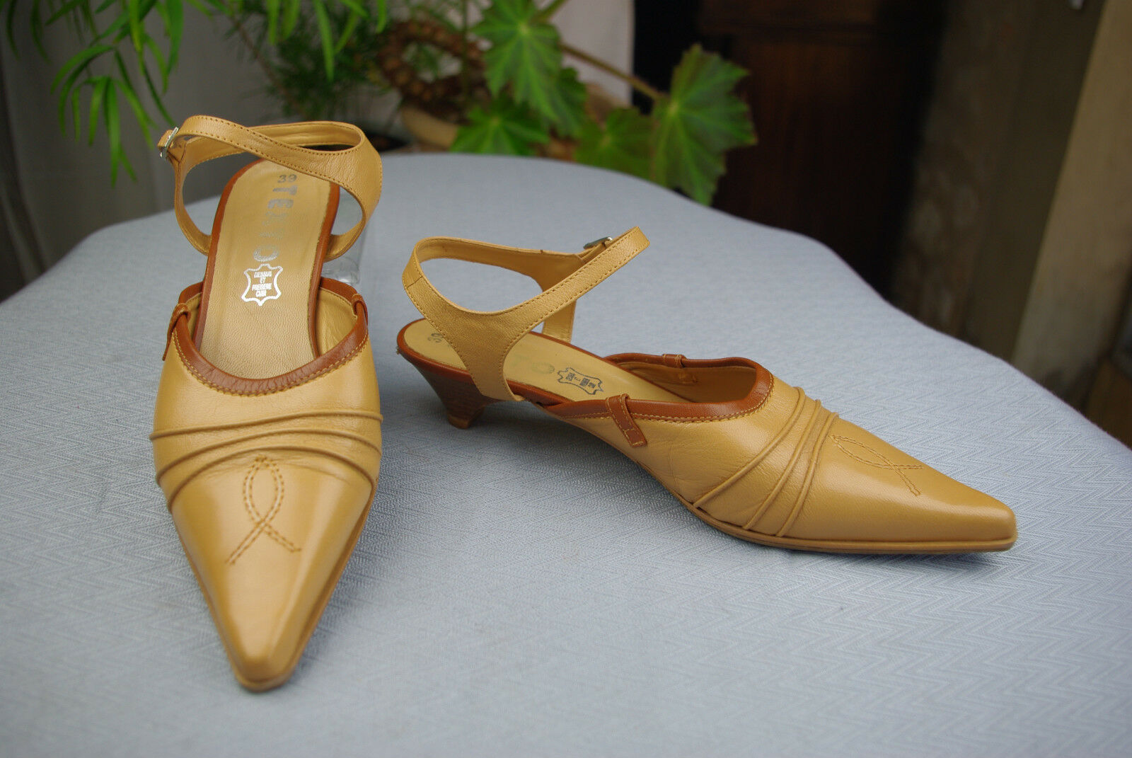 Open court shoes TEXTO Beige Leather Camel and Brown T 38 VERY GOOD CONDITION
