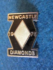 Enamel-Speedway-Badge-Newcastle-Diamonds-1975