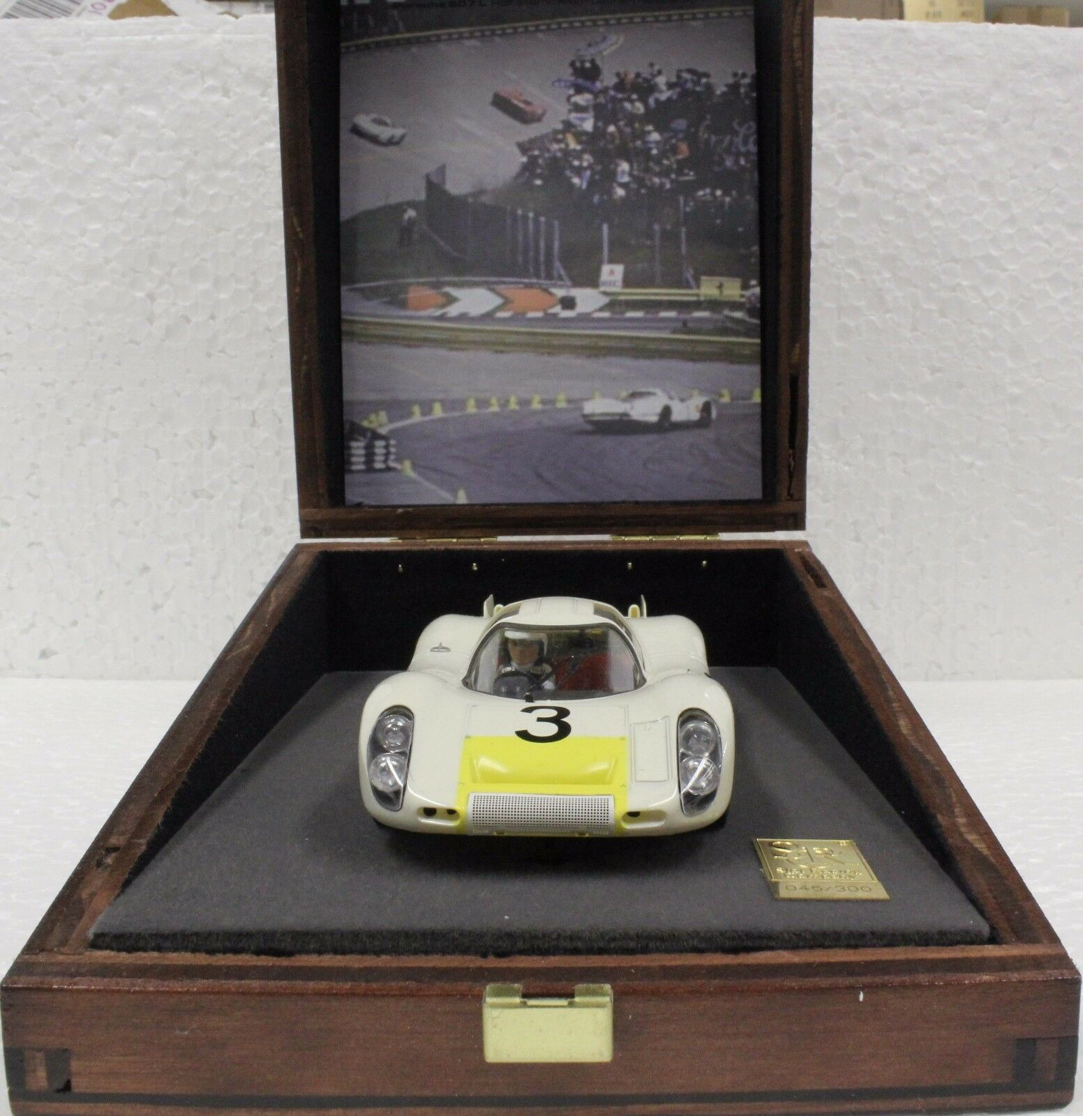 Src 00110 porsche 907l limited edition holz display 1   32 - auto