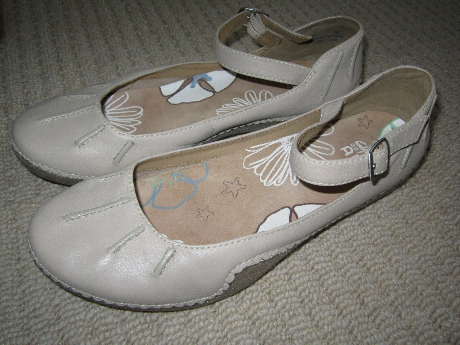 Clarks Ladies 'Active Air' Cream Leather shoes Ankle Buckle Fastening UK 7D Used