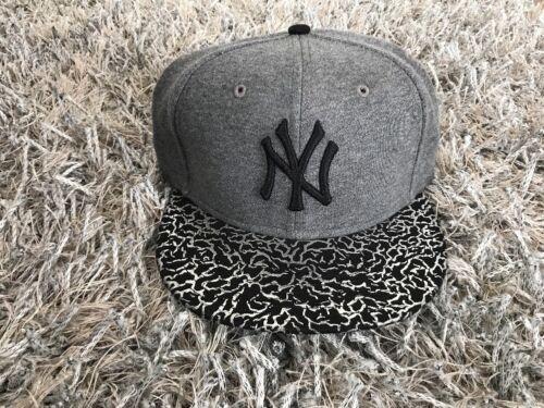 New Era NEW YORK YANKEES 9 FIFTY Snapback Cap Cracked Foil Women