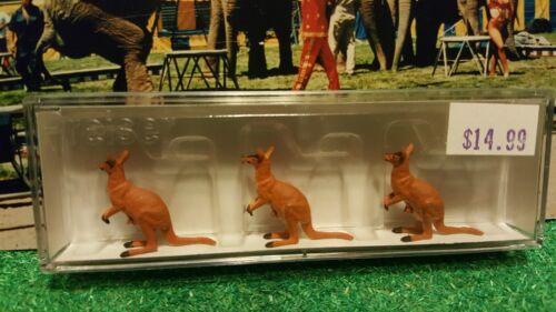 3 Kangaroo HO Scale Circus 20392