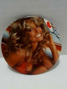 Vintage-Farrah-Fawcett-Button-Pin-Pinback-Promo-Badge-3-034-Pin-up-Girl-Swimsuit-70