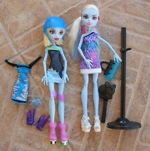 Abbey-Bominable-Monster-High-Fashion-Dolls-Rollermaze-Scaris-Travel-Purse-Shoes