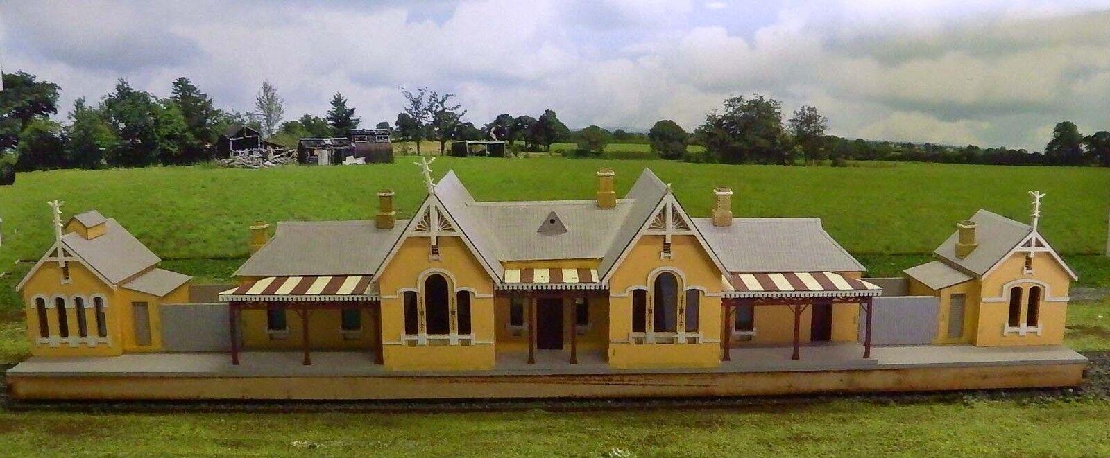 HU - skalenlig byggsats Tenterfield Station
