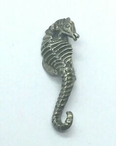 Vintage-Sterling-Silver-Seahorse-Mexico-Animal-Ocean-Fish-Etched-Detail-Pin-925