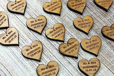 """Mr & Mr Wedding Tavolo Decorazioni – Personalizzata Darkwood/noce Amore Cuori-t Love Hearts"""" Data-mtsrclang=""""it-it"""" Href=""""#"""" Onclick=""""return False;"""">"""