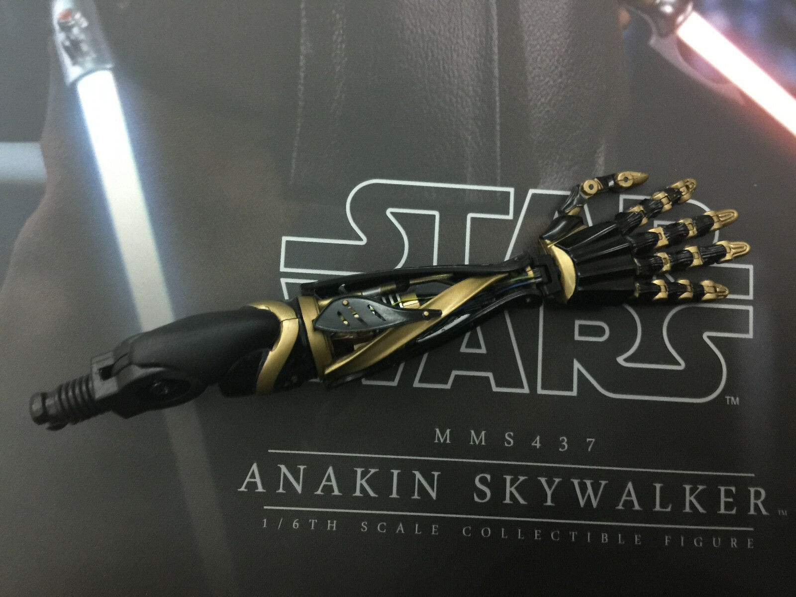 Hottoys Star Wars Revenge Of The Sith  Anakin Skywalker MMS437 - Bionic arm