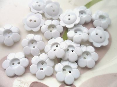 68pcs Novelty Button Daisy Flower 2 Holes Craft Sewing Cardmaking White 15mm