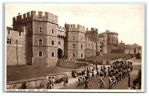 Picture-Postcard-Windsor-Castle-Henry-VIII-Gate-Berkshire