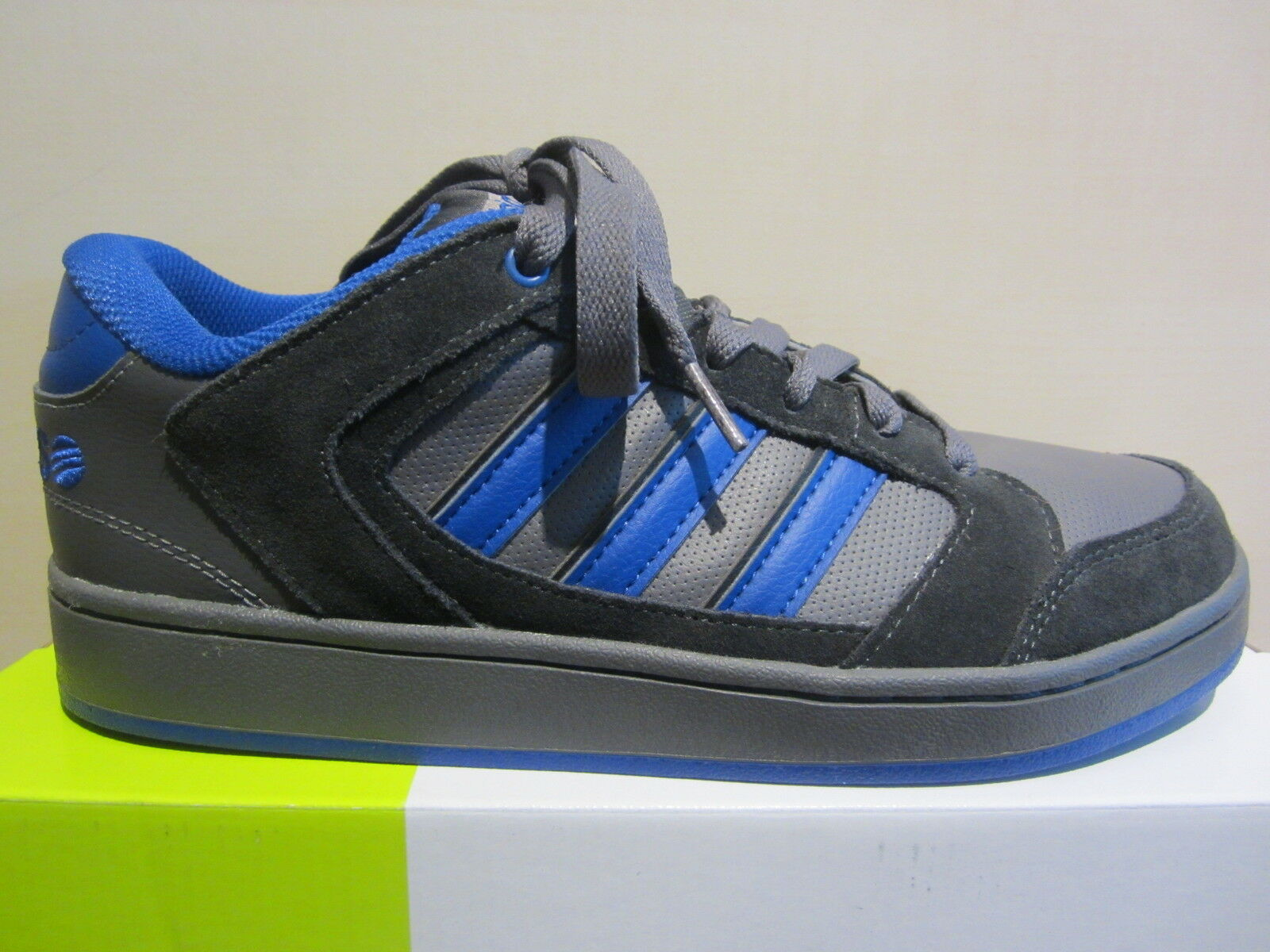 Adidas Lace up Chualar grigio  blu Leather   Synthetic New  in vendita scontato del 70%