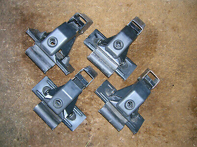 with locks and keys for bare roofs Set of four used Thule 400xtr towers