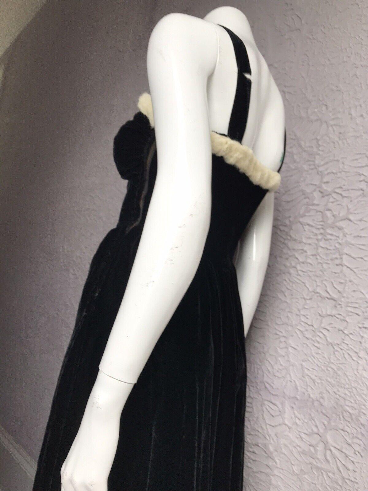 30's Vintage Silk Velvet Evening Gown Goth Vamp  … - image 9