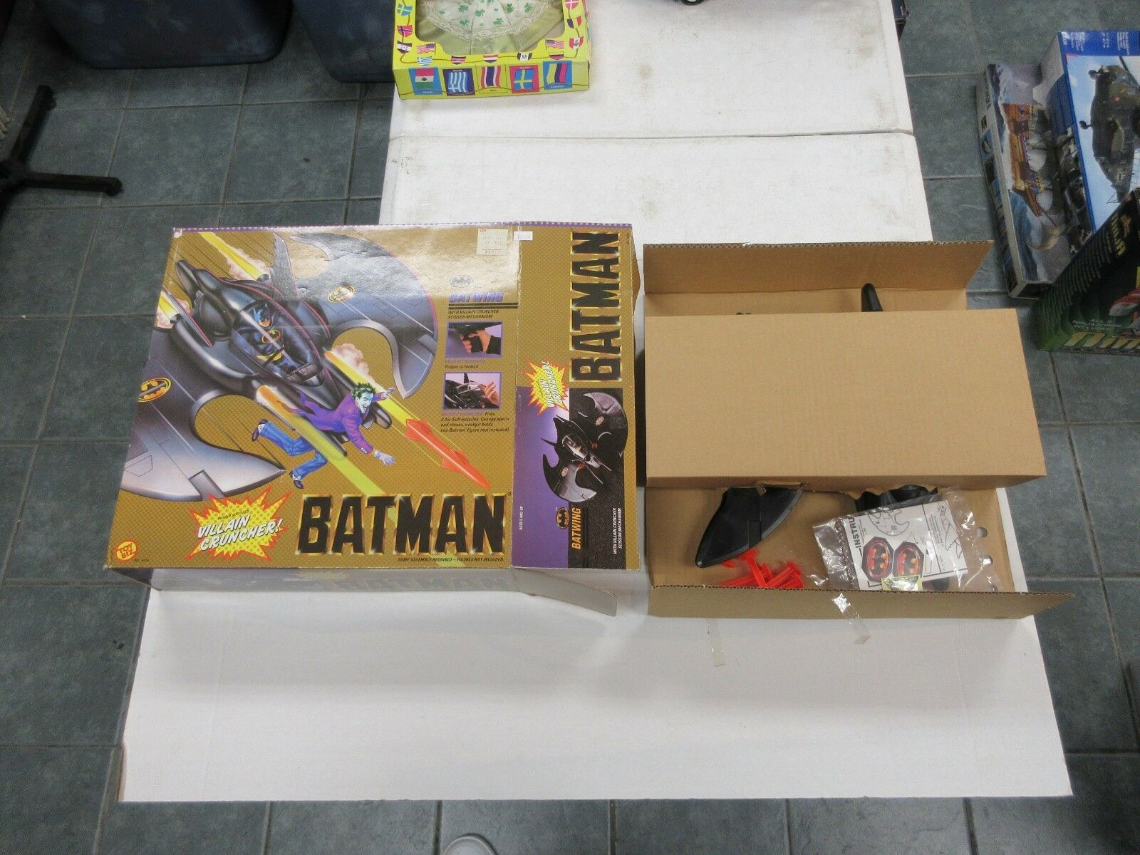 1989 TOY BIZ DC COMICS BATMAN FIGURE BATWING VEHICLE W  BOX