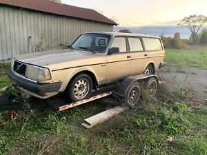 Volvo 240 Wagon 1000$ this weekend