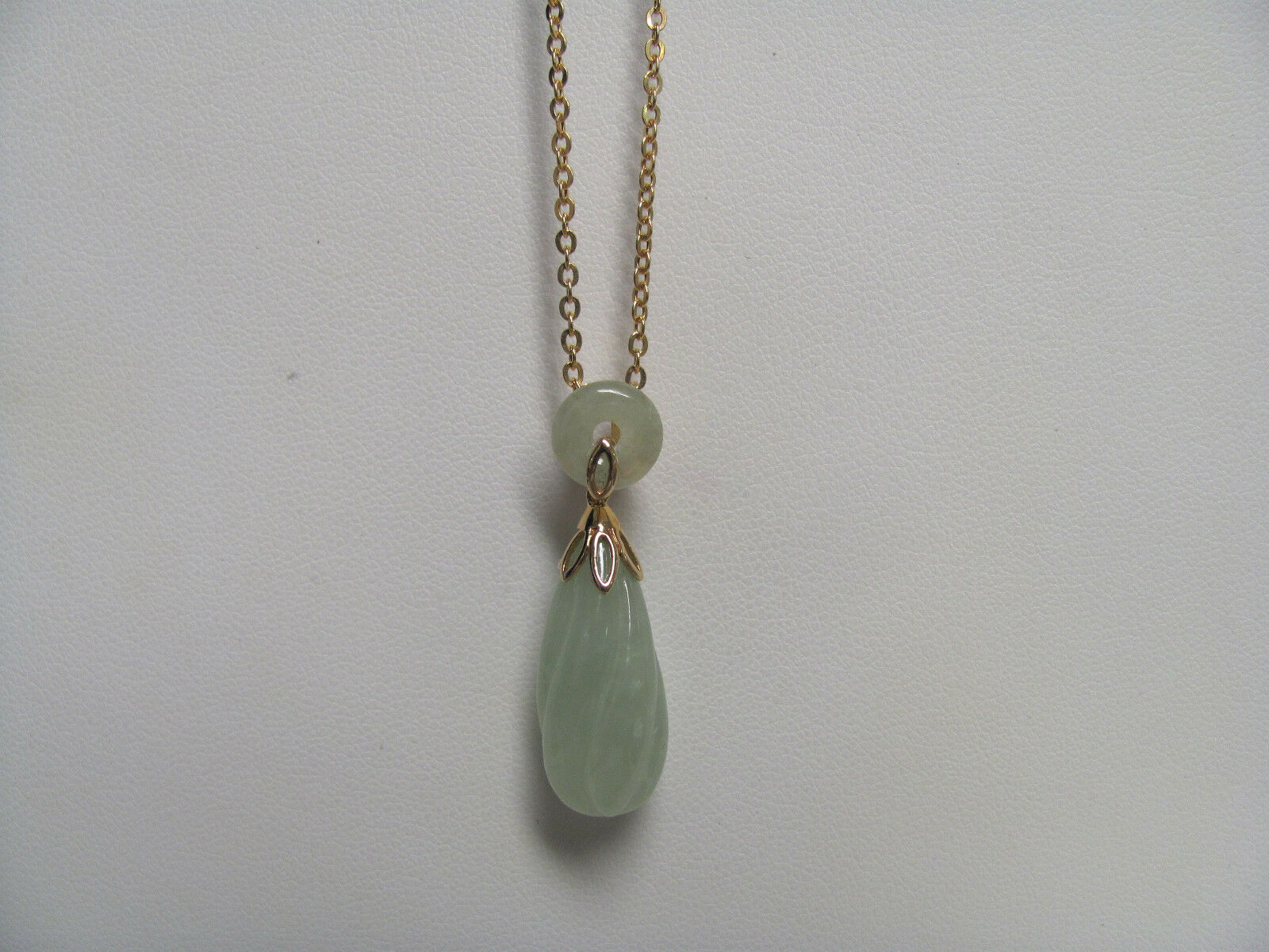 14K Yellow gold Green Jade Pendant & 18  Chain Wholesale Value J0050