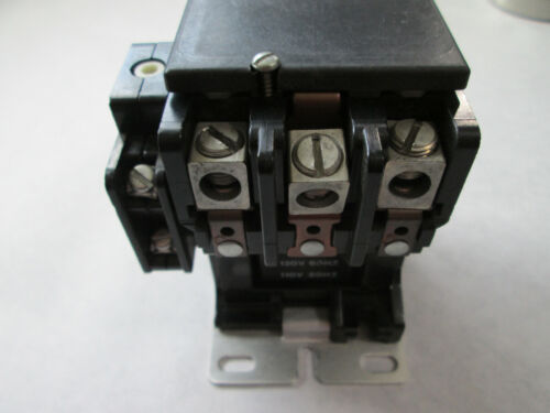 Telemecanique 2200EB421AA-56 Contactor With EB3 /& 120 Volt Coil TESTED