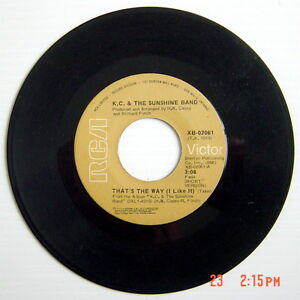 1975-039-S-45-R-P-M-RECORD-K-C-amp-THE-SUNSHINE-BAND-THAT-THE-WAY-I-like-it