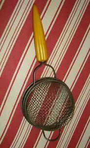 VINTAGE BAKELITE STRAINER BUTTERSCOTCH HANDLE MESH WIRE ANDROCK BULLET KITCHEN