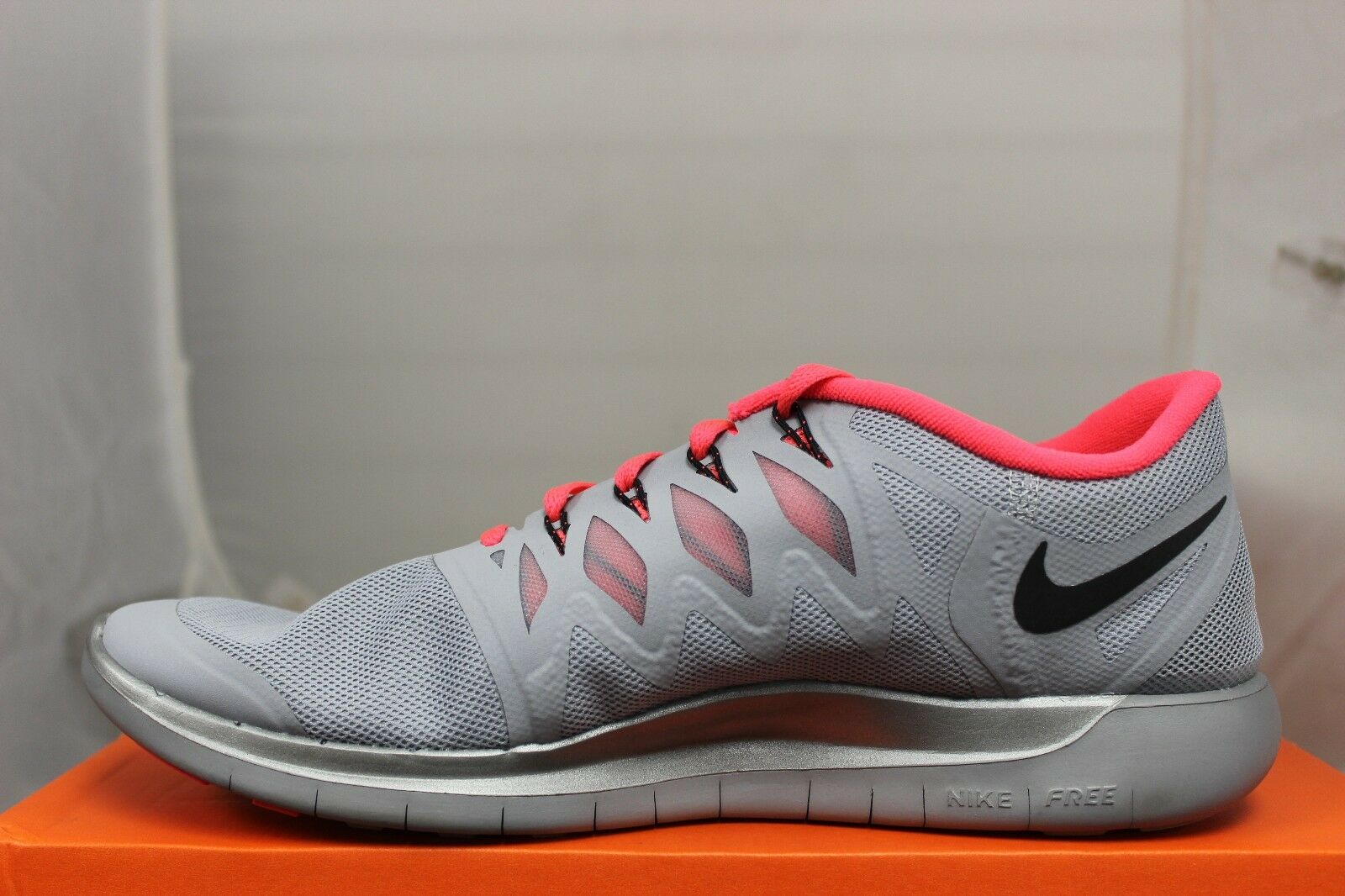 Donna Nike Argento Free 5.0 Flash Riflesso Argento Nike e Nero Hyper Punch 685169006 Nuovo b3a3d7