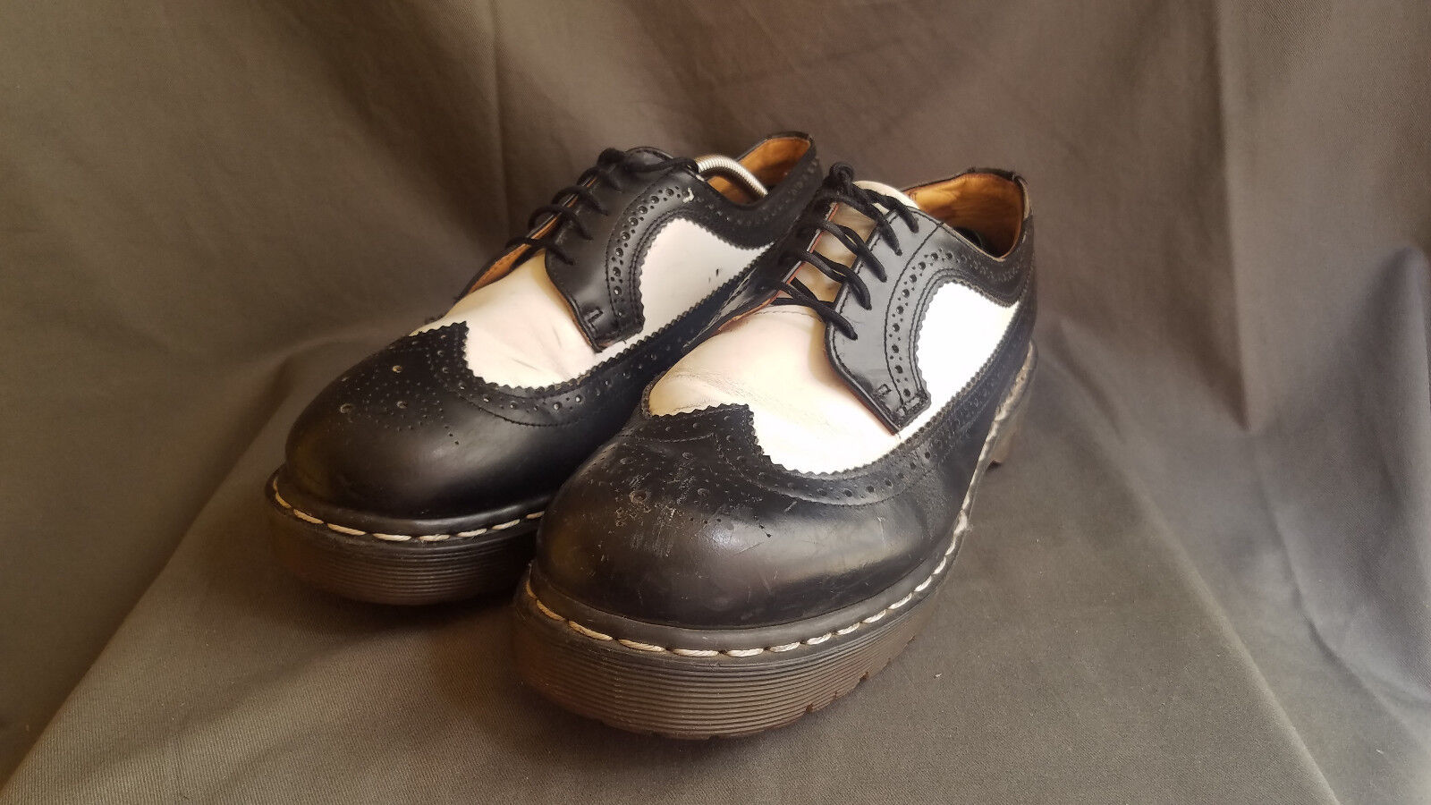 Men's Black White Leather DR. MARTENS Wingtips Brogue shoes Sz 9 Made in England
