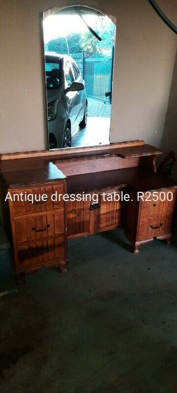 Antique dressing table, for sale.