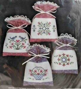 1987-NIP-Janlynn-Counted-Cross-Stitch-Kit-Country-Classic-Sachets-Makes-4-7763F