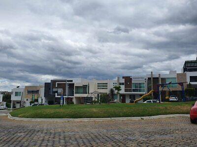 Casa en renta amueblada y equipada en Parque Victoria Lomas Angelopolis FRENTE ÁREA VERDE