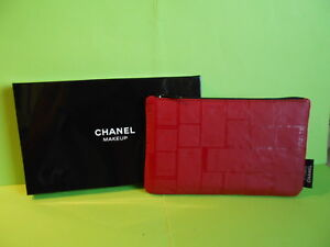 Chanel: jolie trousse rouge le vernis chanel- neuve