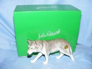 John-Beswick-Wolf-Walking-JBDW3-Figurine-Present-Gift-New-Boxed