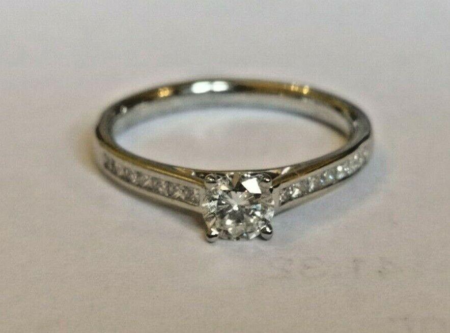 Diamond Solitaire with diamond set shoulders 0.51 carat PLATINUM